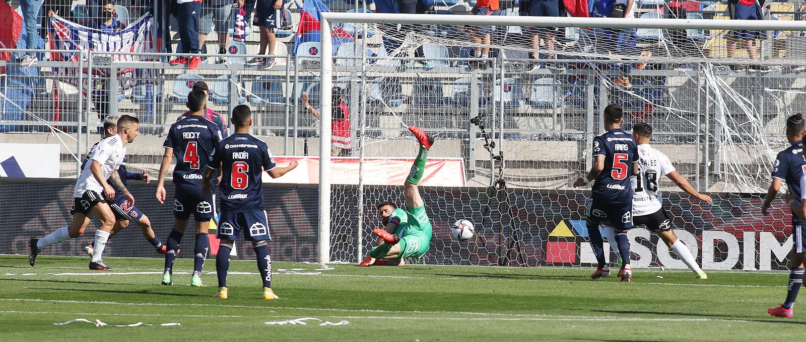 Colo Colo venció a Universidad de Chile en el Superclásico y sigue firme en el liderato