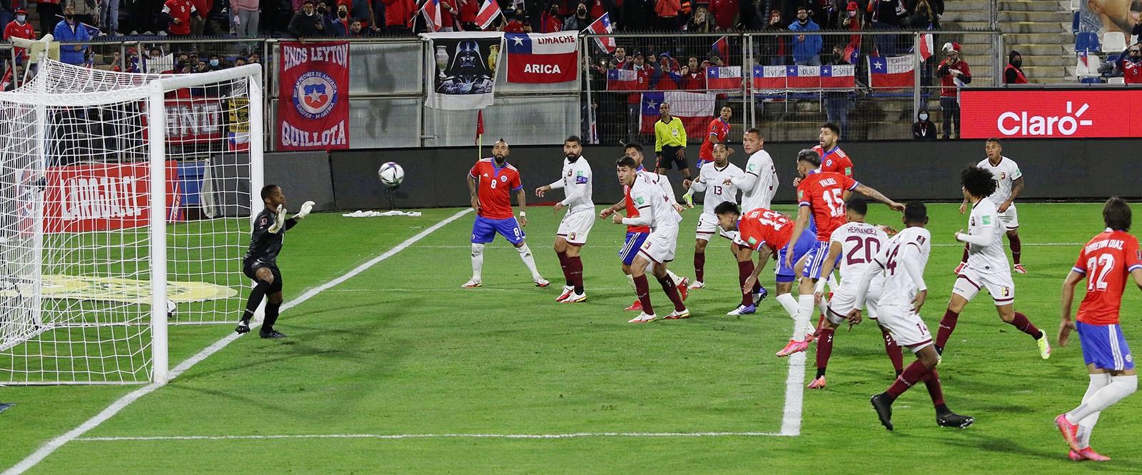 La Roja goleó a Venezuela y se mete en la pelea por un cupo al Mundial